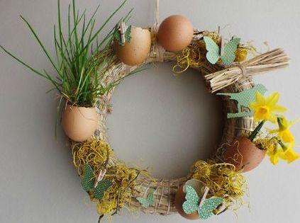 Idée de déco pour Pâques : marque-place pour la table et couronne ...