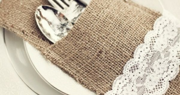 Portacubiertos con tela de saco o arpillera decorados con - Saco de arpillera ...