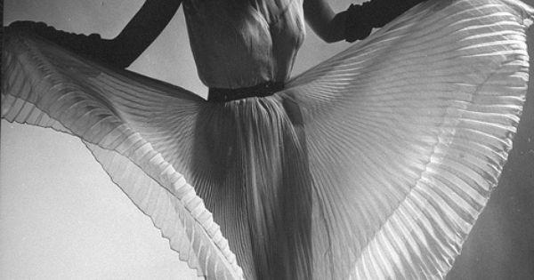 Fashion? Art? Both? Dorian Leigh, just gorgous. Love the hat! 1950