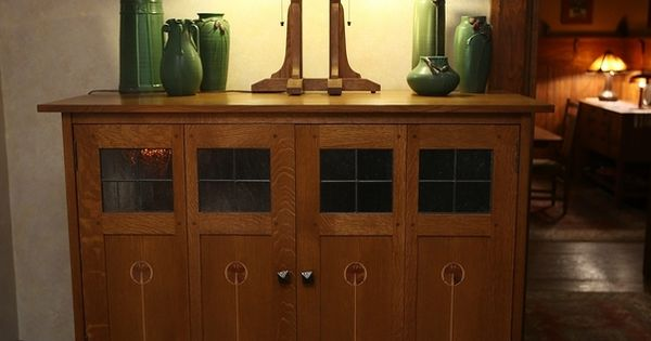 A cabinet with ephraim faience pottery from wisconsin for Amish kitchen cabinets wisconsin