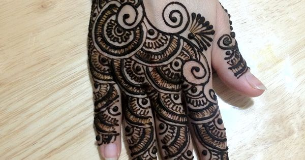 best gujarati mehndi designs our top 10 sexy design and mehndi. Black Bedroom Furniture Sets. Home Design Ideas