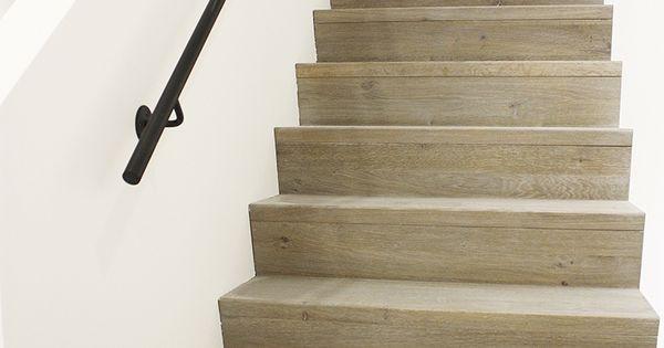 Houten rechte trap met z treden in landelijke of moderne stijl trappen pinterest met en - Interieur houten trap ...