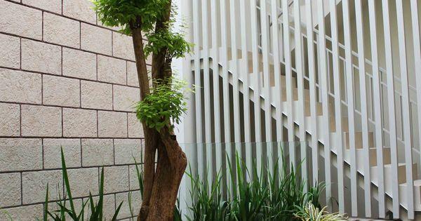 taman cantik di teras rumah minimalis modern housing