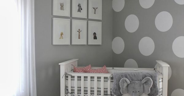 wandfarbe grau und wand streichen muster wei e punkte f r neutrale kinderzimmer gestaltung. Black Bedroom Furniture Sets. Home Design Ideas