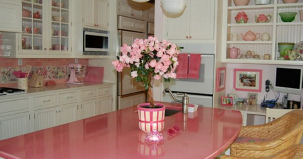Adore this pink island love it for Muebles de cocina wilde
