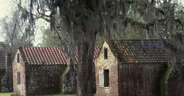 The slave houses at boone hall plantation in charleston for Most haunted places in south carolina