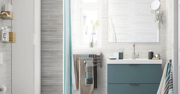 Petite salle de bain grise avec meuble haut et miroir for Petit placard salle de bain