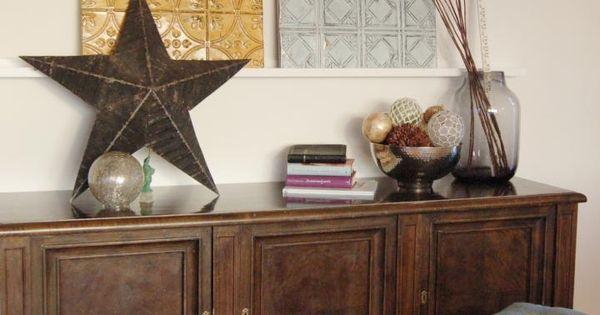 Un sal n con muebles oscuros y tonos marrones salons and for Mezclar muebles claros y oscuros