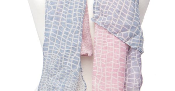 Giraffe Print Scarf, Pink & Blue. WOW this is pretty awesome Jasmine