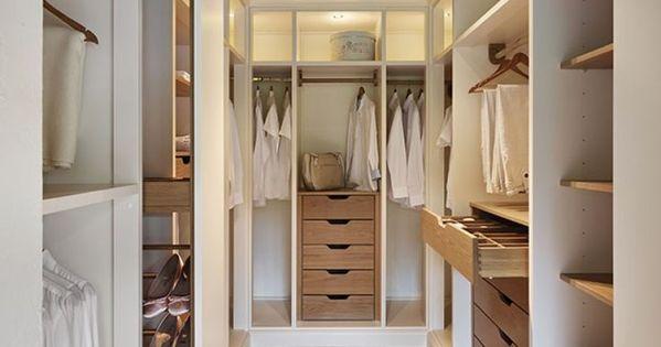 large dressing en bois blanc et bois clair dans un esprit scandinave design dressing. Black Bedroom Furniture Sets. Home Design Ideas