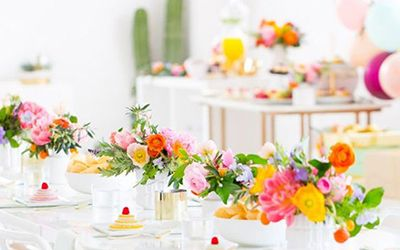 These Bright Beautiful Tables Will Make You Wish Spring Could Last Forever Wilkie Creative Flower Arrangements Flower Arrangements Beautiful Table