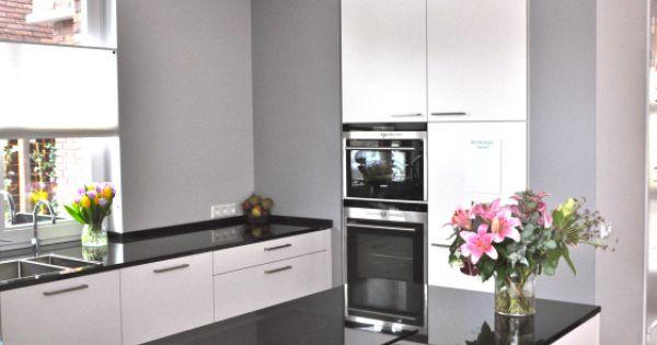 Witte Hoogglans Keuken Met Taupe Muur : witte keuken met keukeneiland ...