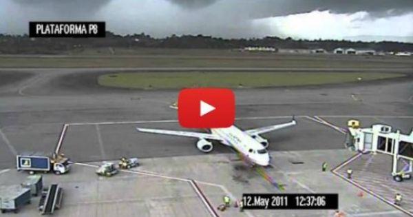 20 سبب ا للجلوس قرب نافذة الطائرة Aircraft Funny Photoshop Pictures Funny Prank Videos