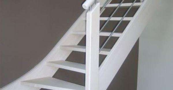 Witte trap grijze muur idee n voor de hal pinterest witte trap houten trap en muur - Witte trap grijs ...