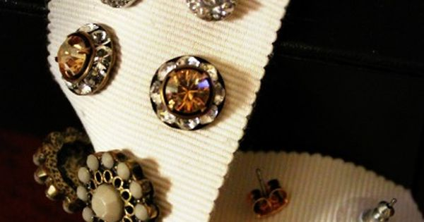 DIY Earring Holder (Just A Miss-Take.tumblr)There are a ton of jewellery storage
