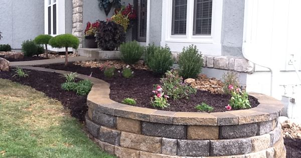 Landscaping with curved retaining wall retaining wall for Curved garden wall ideas