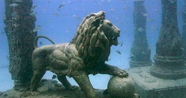 Underwater, Cleopatra's Palace, Alexandria, Egypt Cleopatra's Kingdom, Alexandria, Egypt Lost for 1,600