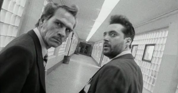 an analysis of natural born killers a movie by oliver stone and quentin tarantino Natural born killers is a 1994 american satirical black comedy crime film directed  by oliver stone  the film is based on an original screenplay by quentin  tarantino that was heavily revised by writer david veloz, associate producer  richard.