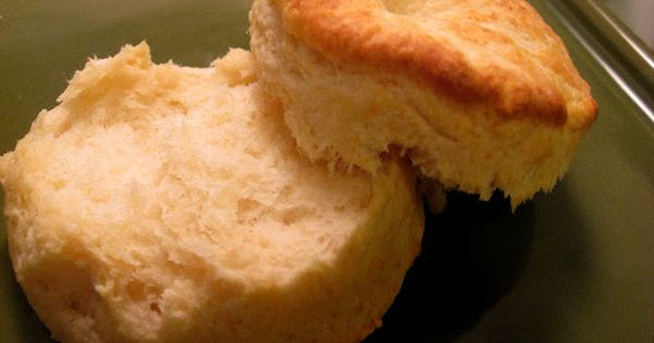 Buttermilk Biscuits - 6 Ingredients and super easy to make. Bakes in