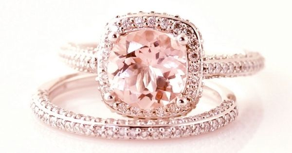 rose gold engagement ring- I definitely want my ring to be rosegold!!