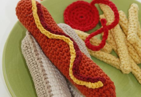 Free Crochet Hot Dog Pattern : Free pattern! #crochet DROPS hot dog and bun with fries in ...