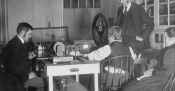 First Medical X Ray In Us 1896 Notice The Bright Light Generated