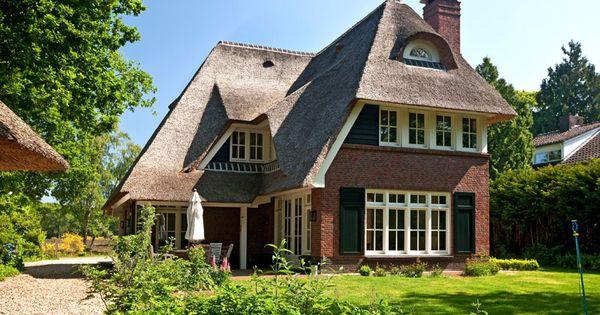 Rietgedekte villa steen houten delen rietgedekte villa for Engelse tuin 1 waalre