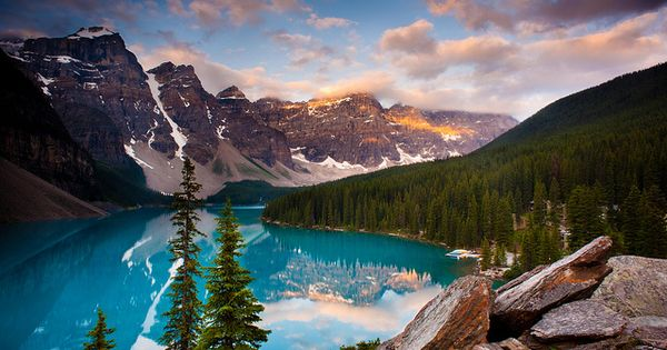 Moraine Lake @ Banff National Park, definitely on my bucket list!