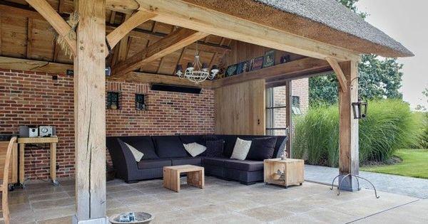 Landelijke terrasoverkapping in hout landelijk overdekt terras in eikenhout buitenkeuken - Overdekt terras in hout ...