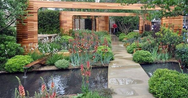 Jardin Contemporain Avec Bassin D 39 Eau All E En Pierre Naturelle Portails En Bois Et V G Tation