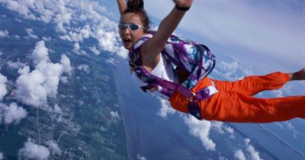 Female Skydiver Floating In Air Portrait Skydiving Pictures Skydiving Ultimate Summer Bucket List