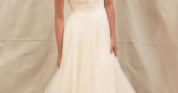 pretty, but simple wedding dresss:)
