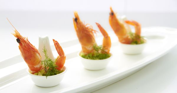Prawn in chinese spoon canape canapes pinterest for Shrimp canape ideas