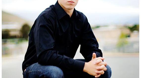 Senior boy pose