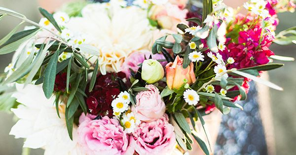 Sparkling silver and berry wedding inspiration capturing the rich golden light of late winter with simple, elegant styling and rich jewel tones!