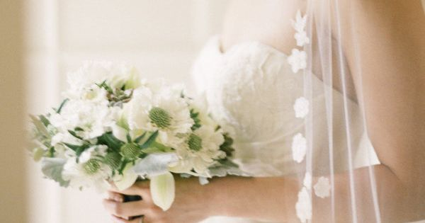 we have a MAJOR crush on this beautiful Bride's style. that veil