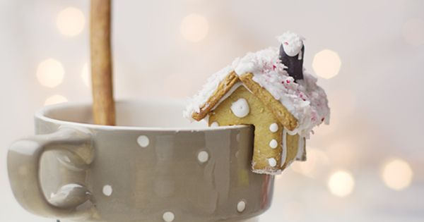 mini gingerbread houses!!! rustic holiday christmas decorations decor gingerbread cookies