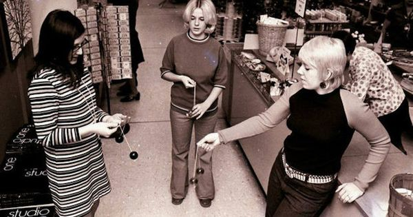 Click Clack Girls At The Menlo Park Mall 1971 Vintage