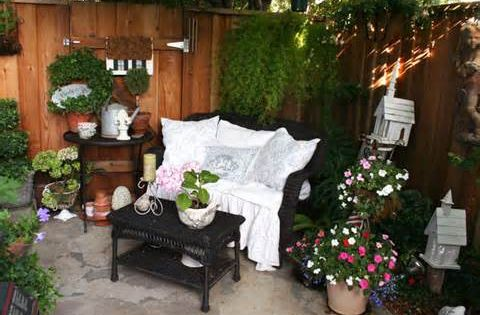 Small apartment patio decorating ideas on a budget for Apartment patio ideas on a budget