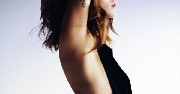 Arm and side tattoos - Freja Beha Erichsen. Omggg love her.