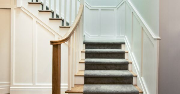 Classic Stair American Oak Treads Handrail White Balusters