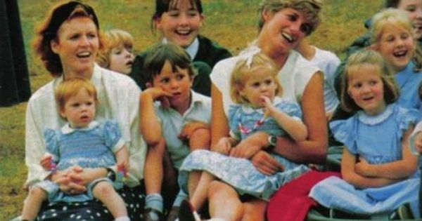 Sarah And Diana With Princesses Eugenie And Beatrice At Prince Harry S 7th Birthday Party Prinzessin Diana Diana Lady Diana