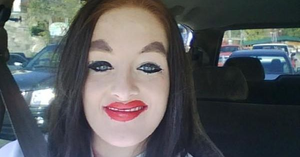 How Not To Apply Makeup - I can't stop laughing! is it