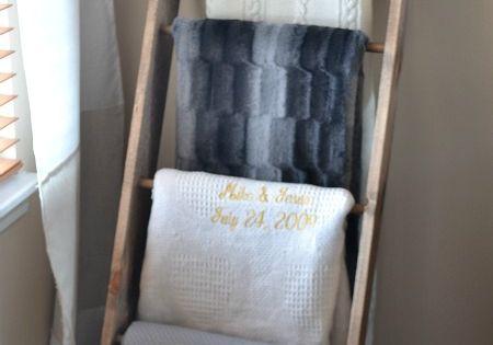 Diy blanket or quilt ladder great idea for storage or for Comforter storage ideas