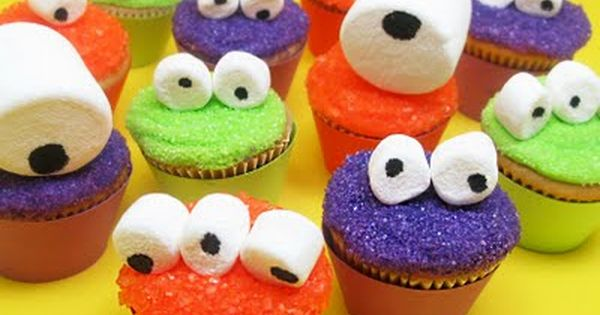 Googly-Eyed Monster Mini Cupcakes. Kid party idea