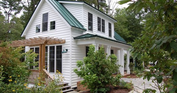 This traditional katrina cottage design has 3 bedrooms for Katrina cottage lowes