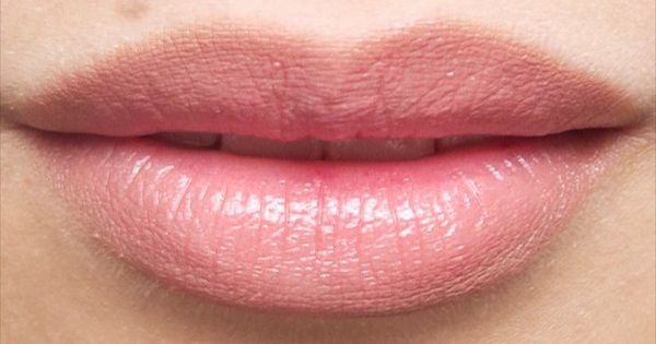 how to make your lips look fuller using lip liner