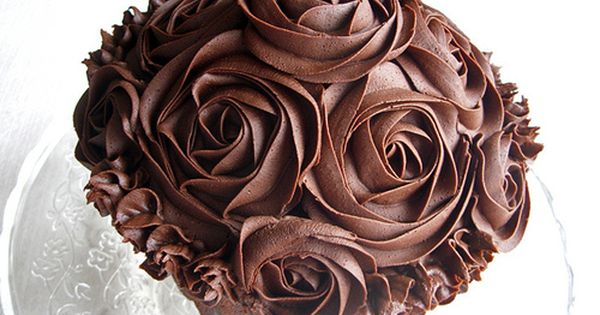 chocolate cupcakes with roses...how do they do that?
