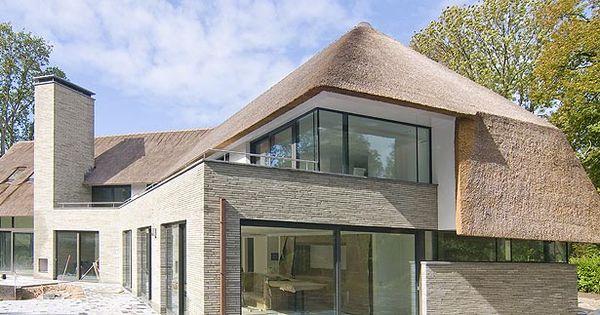 Heel fraai vormgegeven huis met een hele mooie rieten kap de ballustrade is jelaas uitgevoerd - Moderne woning buiten lay outs ...