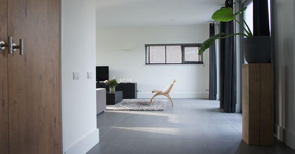 Tegelvloer betonlook antraciet 100 x 100 cm woonkamer totaal project tegelvloer betonlook - Kleur wc deco ...